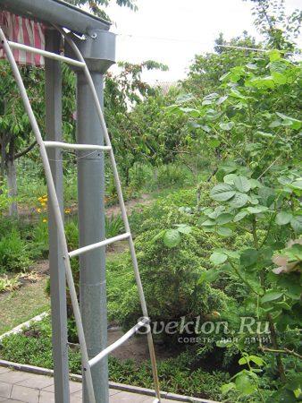 готовая металлопластиковая лестница