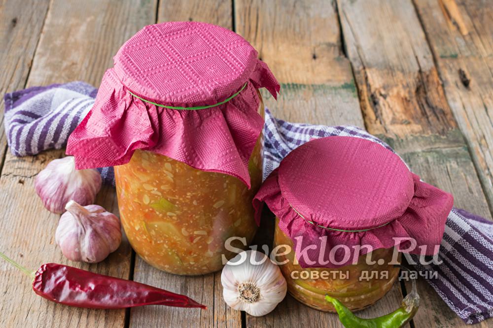 «Тещин язык» из кабачков с томатной пастой