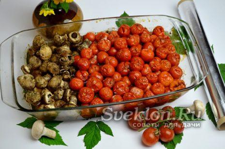 запеченные шампиньоны и помидоры