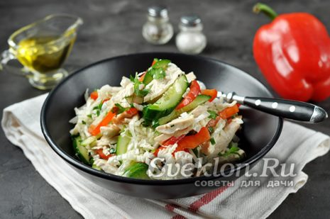 Готовому салату дайте постоять несколько минут