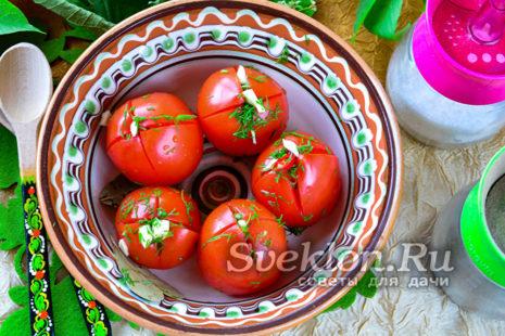 готовые малосольные помидоры