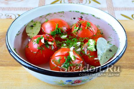 переложить помидоры в емкость