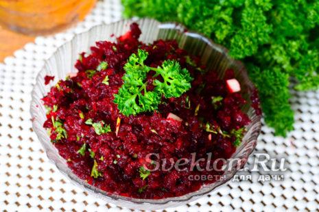 выложить в салатник и украсить зеленью