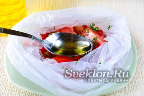 добавить растительное масло и уксус
