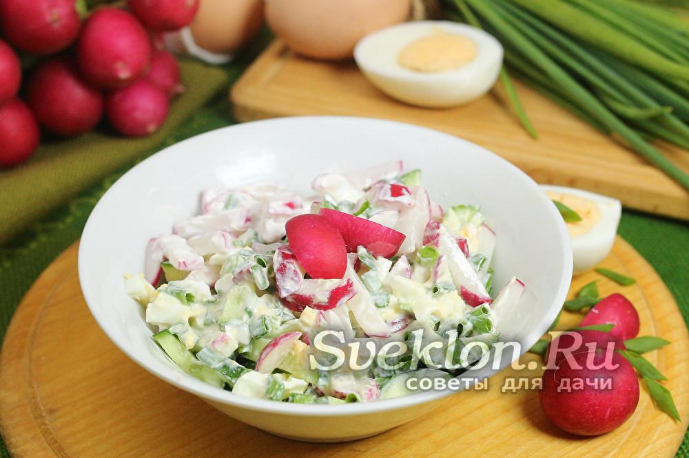 салат из редиски с яйцом и зеленым луком