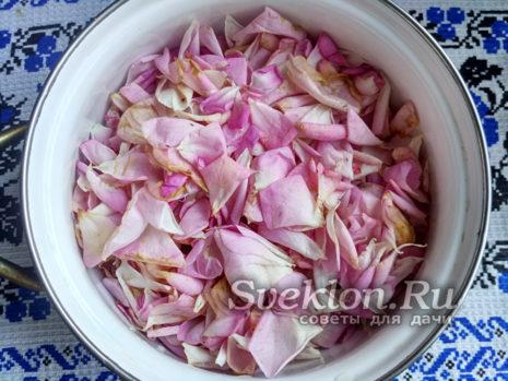 подготовить лепестки роз