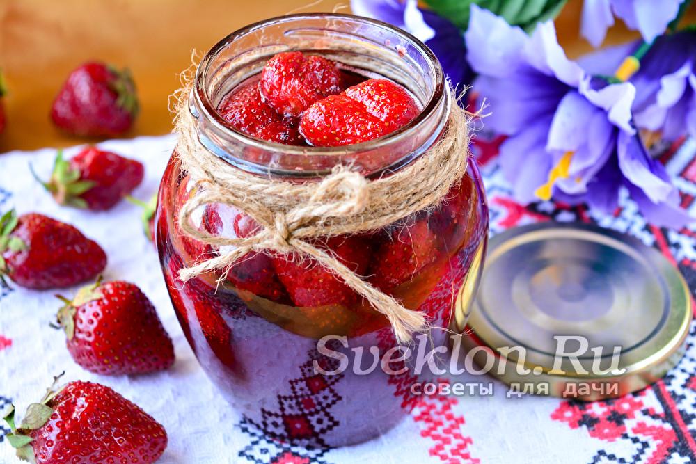 варенье из клубники с ягодами