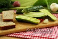 малосольные огурцы с чесноком и зеленью