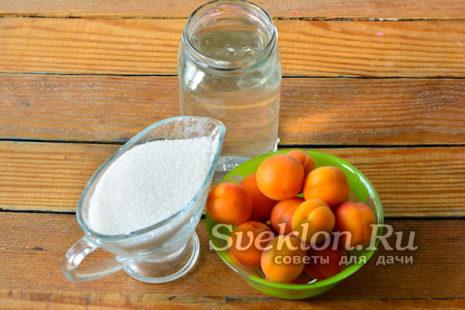 Абрикосы, сахар и вода