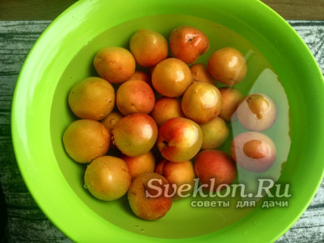 абрикосы промыть и обсушить