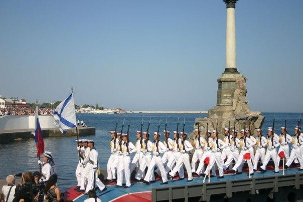 Моряки на параде