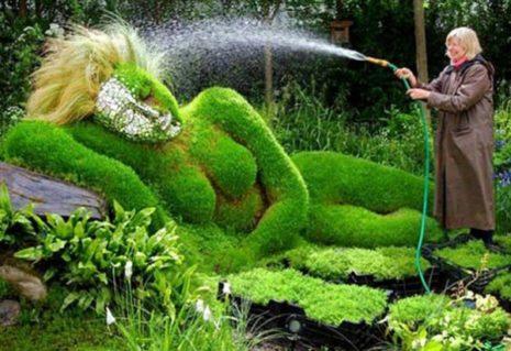 Девушка из зелени