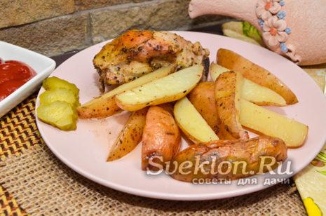 картофель по-деревенски с мясом готова