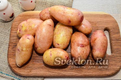картофель хорошо вымыть и слегка просушить