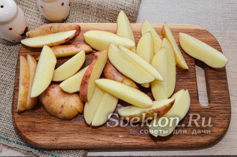 нарезать картофель дольками