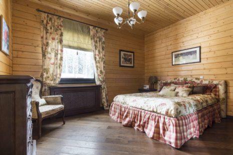 Спальня с кроватью