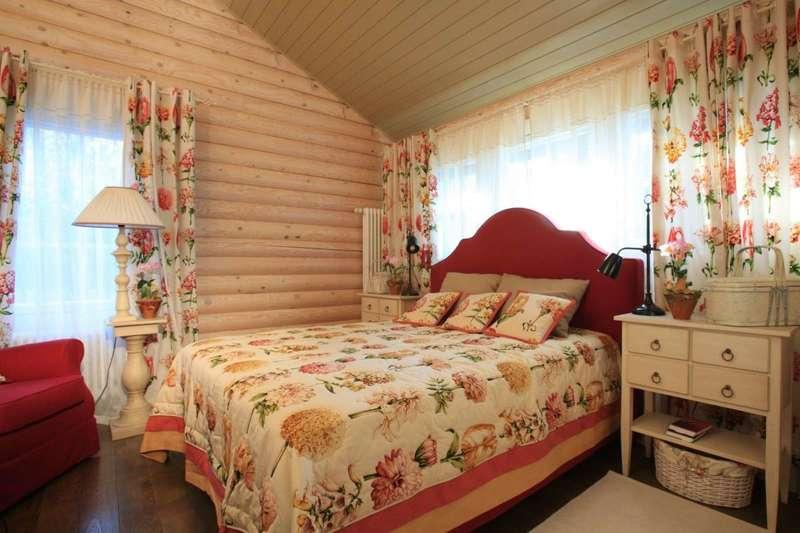 Спальня и лампа