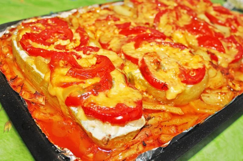 Блюдо с томатами