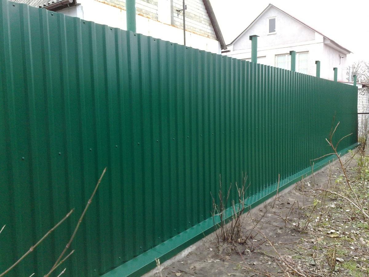 Как построить забор на даче своими руками из профлиста