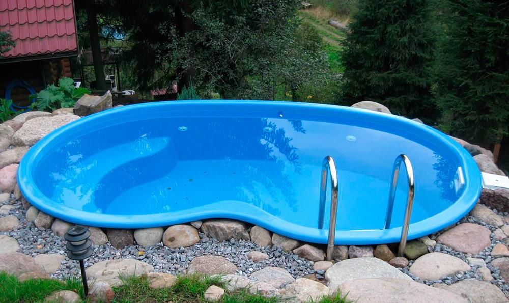 пластиковый бассейн на дачном участке