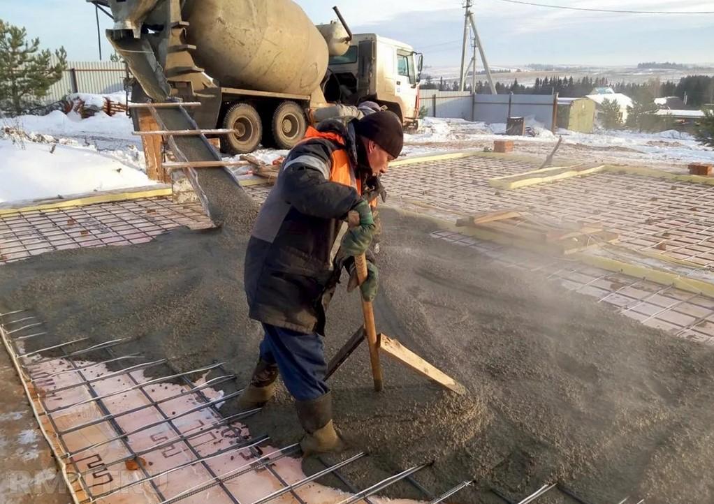 Заливаем двор бетоном