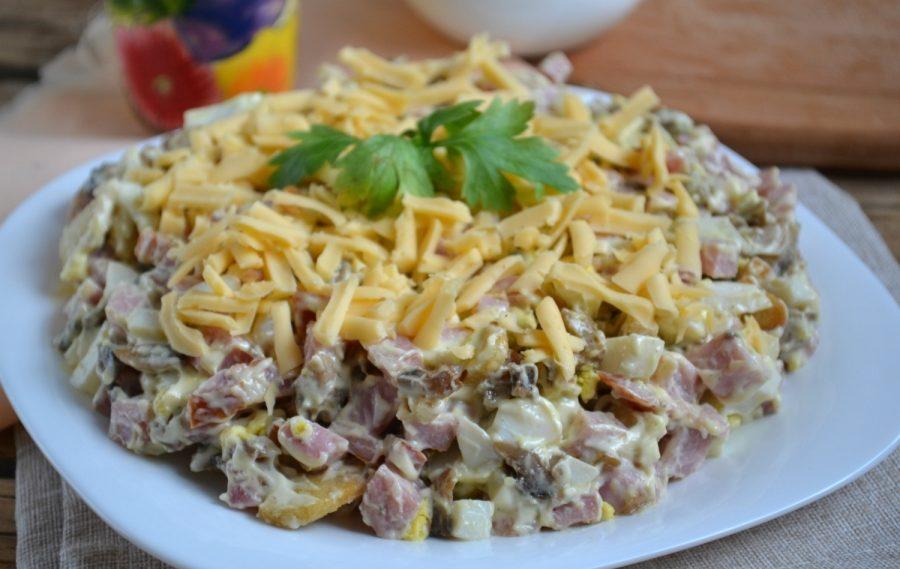 Грибной салат с ветчиной