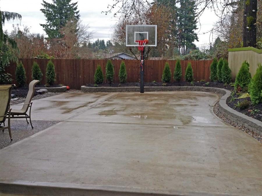 залить бетоном двор